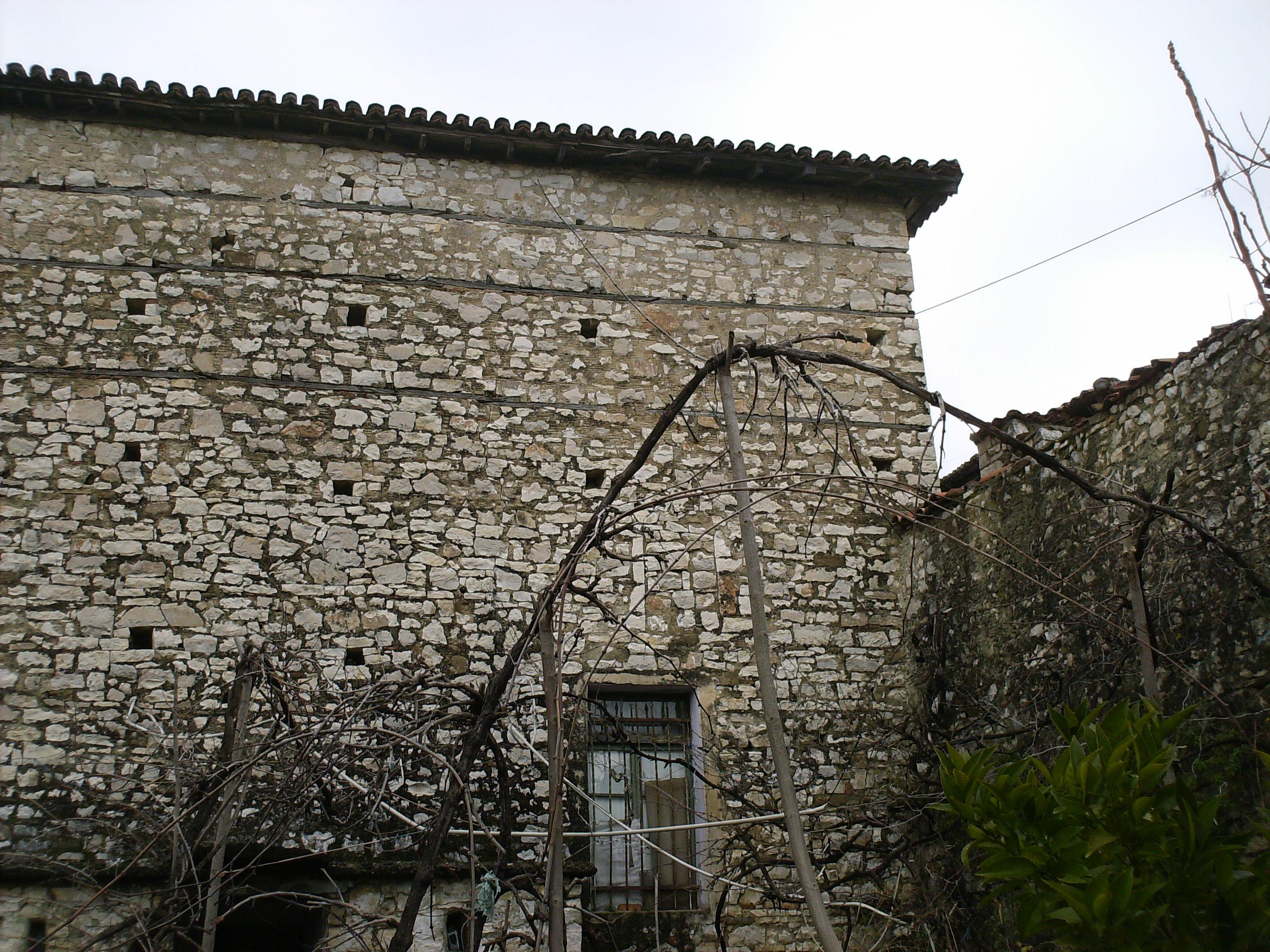 Traditioneel huis te koop in berat, albaniaalbania koopwoningen ...