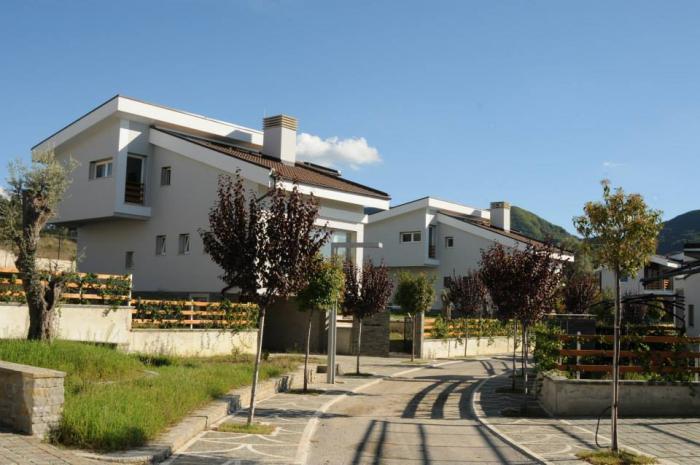 Ville di lusso in affitto in tiranaalbania case in vendita for Ville di lusso in affitto